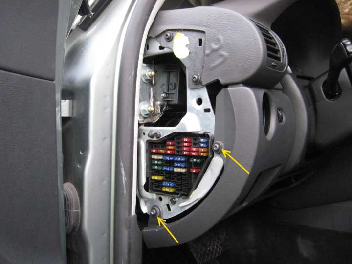 2005 glx wagon fuse box location b5 5 the majority of the fuses are located on a panel on the driver side edge of the dash